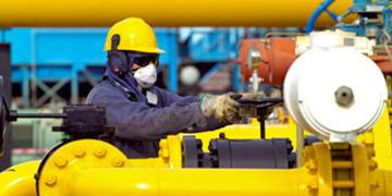 Trabajador en refinería de petróleo
