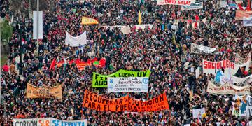 Multitudinaria manifestación de estudiantes en Chile