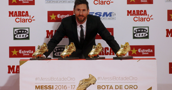 Lionel Messi junto a sus cuatro Botas de Oro