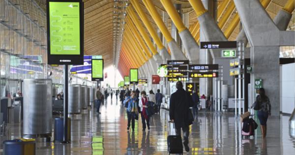 Interior de la T4 del aeropuerto Adolfo Suárez Madrid-Barajas