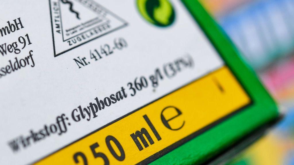 Envase de un herbicida que contiene el ingrediente activo glifosato
