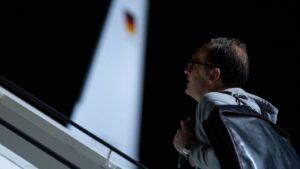 Heiko Maas, Ministro de Relaciones Exteriores, aborda un avión del gobierno Airbus A319 en la sección militar del aeropuerto de Tegel. El viaje de Maas a América Latina es el preludio de una ofensiva política y económica para revitalecer las relaciones co