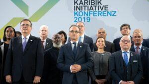 El ministro alemán de Relaciones Exteriores, Heiko Maas, posa junto a sus pares de los países de Latinoamérica y el Caribe participantes en la conferencia celebrada en Berlín, Alemania