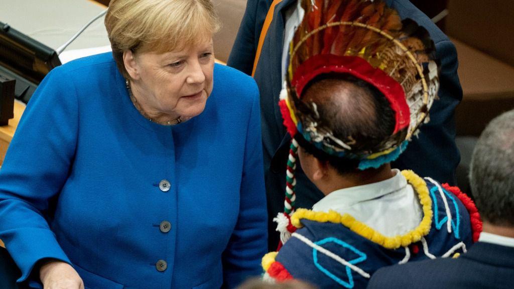 La canciller alemana Angela Merkel habla con los participantes en la Conferencia de las Naciones Unidas sobre el Cambio Climático, la Reunión del Amazonas y las Naciones Unidas