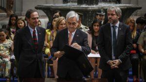 Piñera firma el Proyecto de Ley que fortalece estatutos de protección de Policía y Carabineros