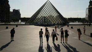 Treinta eventos están previstos hasta febrero de 2020 para celebrar los 30 años de la emblemática pirámide de Ieoh Ming Pei, que fue inaugurada en el enorme patio del Louvre en 1989