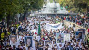 La 'Caravana por la paz' en la que 1.200 personas marcharon desde el estado de Morelos a Ciudad de México para protestar contra la inseguridad en el país y la falta de paz, así como para reclamar mejores políticas en materia de seguridad