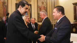 Nicolás Maduro recibe a representantes de la oposición minoritaria de Venezuela
