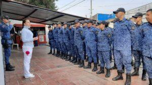 Agentes del Instituto Nacional Penitenciario y Carcelario en la cárcel La Modelo de Bogotá, Colombia