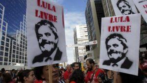 Simpatizantes del ex presidente brasileño Luiz Inácio Lula da Silva