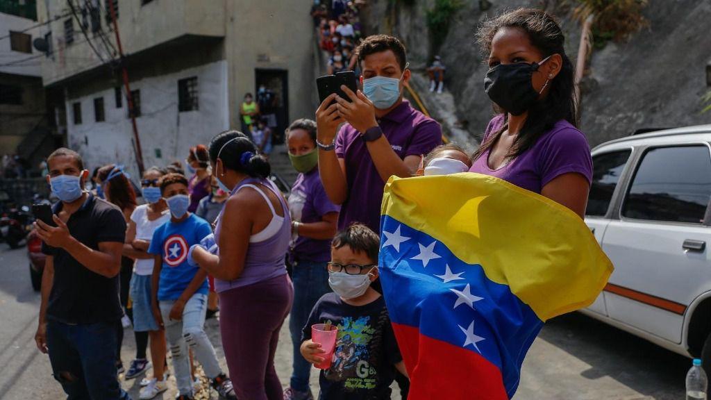 Varias personas en Venezuela con mascarillas