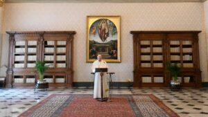 El Papa durante el rezo del Regina Coeli en la pandemia