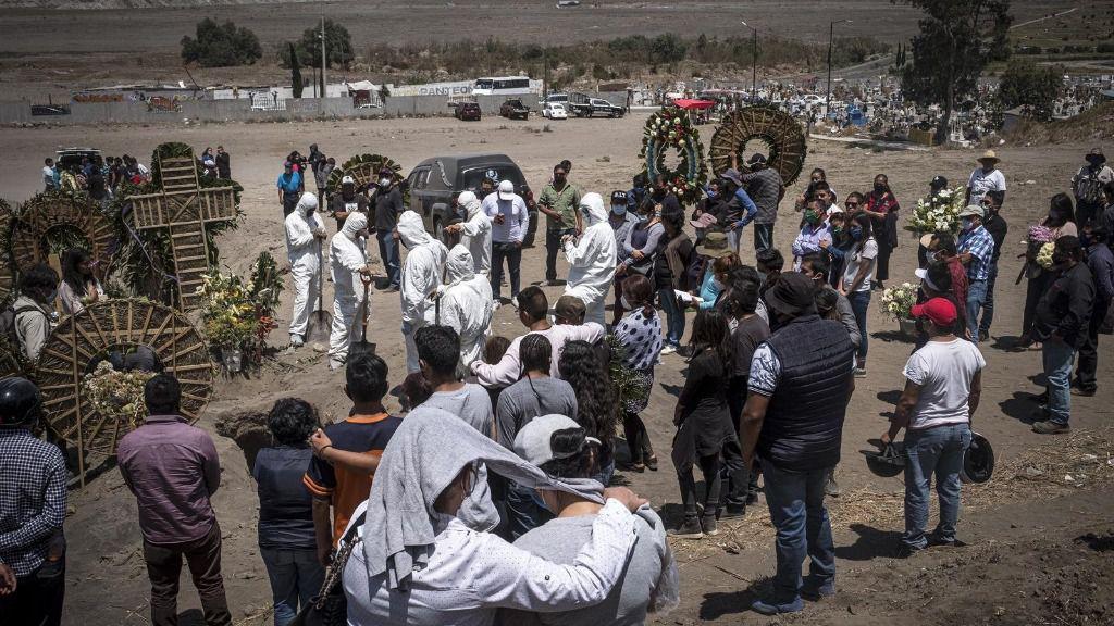 Funeral celebrado en un cementerio de la localidad de Chalco, en Estado de México