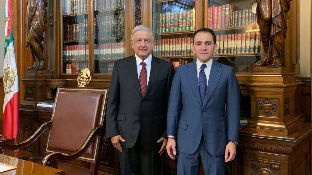 El secretario de Hacienda de México, Arturo Herrera, junto a López Obrador