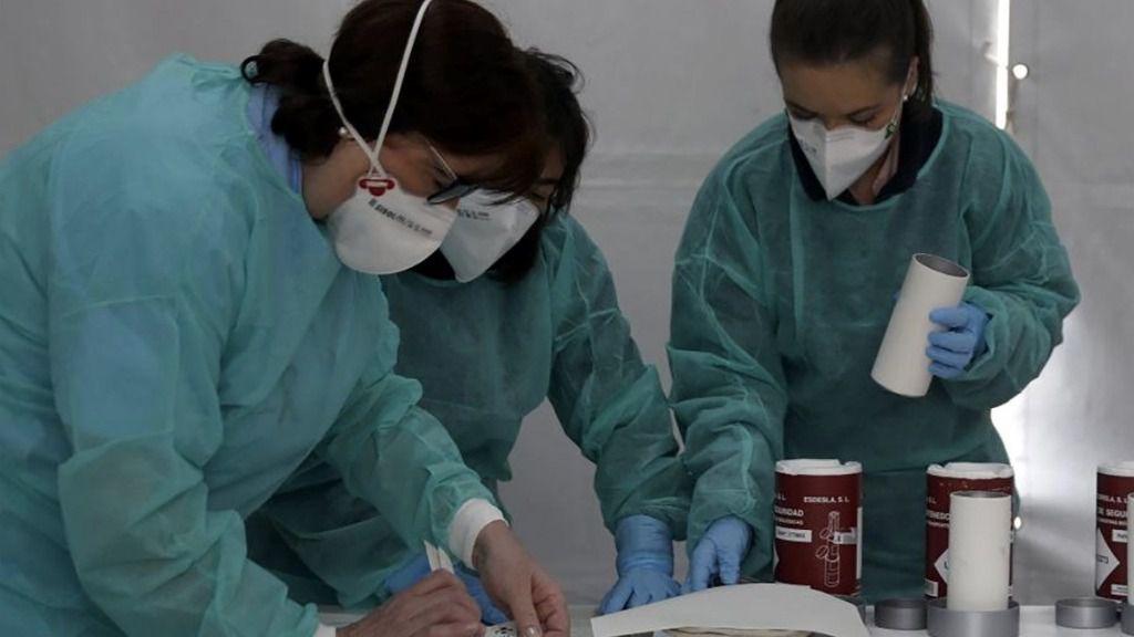 Enfermeras trabajando con mascarillas