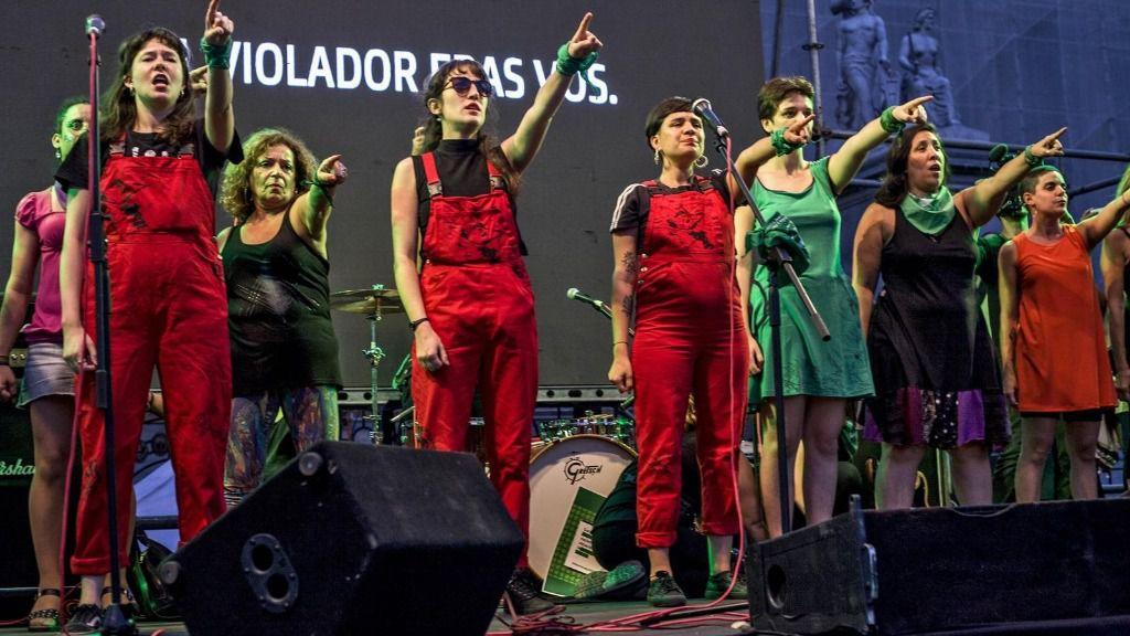 El grupo 'Las Tesis' realiza una actuación en Buenos Aires