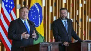 El secretario de Estado de Estados Unidos, Mike Pompeo, y el minstro de Asuntos Exteriores de Brasil, Ernesto Araújo