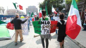 Acampada contra Andrés Manuel López Obrador en el centro de México