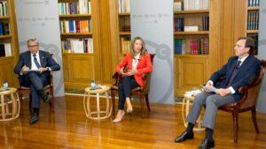 El presidente del ICO, José Carlos García de Quevedo, la secretaria de Estado de Comercio, Xiana Méndez y Ramón Casilda, del Instituto Universitario de Investigación en Estudios Latinoamericanos (IELAT) de la Universidad de Alcalá