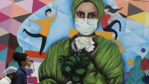 Mural pintado en honor a los trabajadores del sector sanitario por su labora durante la pandemia, en Sao Paulo