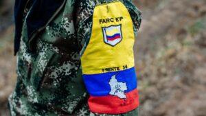 Un guerrillero del Frente 36 de las ya desmovilizadas Fuerzas Armadas Revolucionarias de Colombia (FARC)