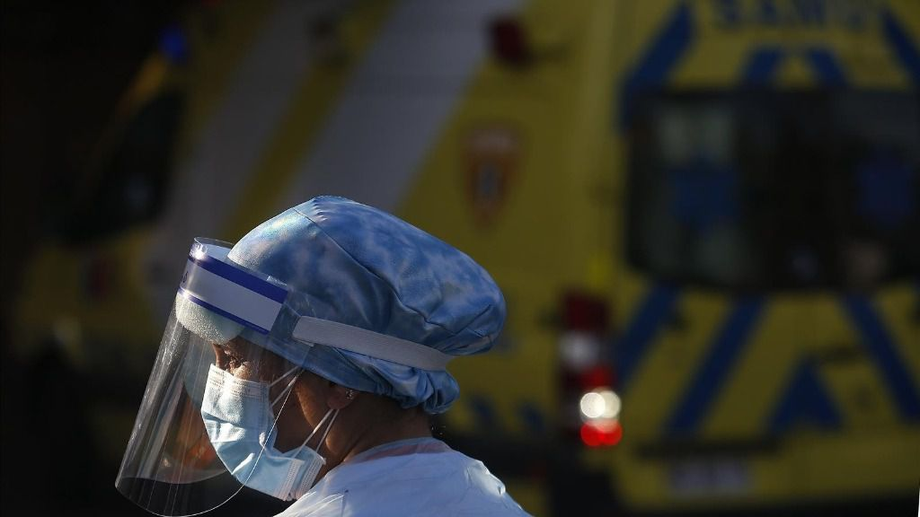 Trabajador sanitario durante la pandemia de coronavirus en Santiago de Chile