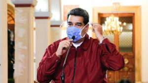 El presidente de Venezuela, Nicolás Maduro, con una mascarilla