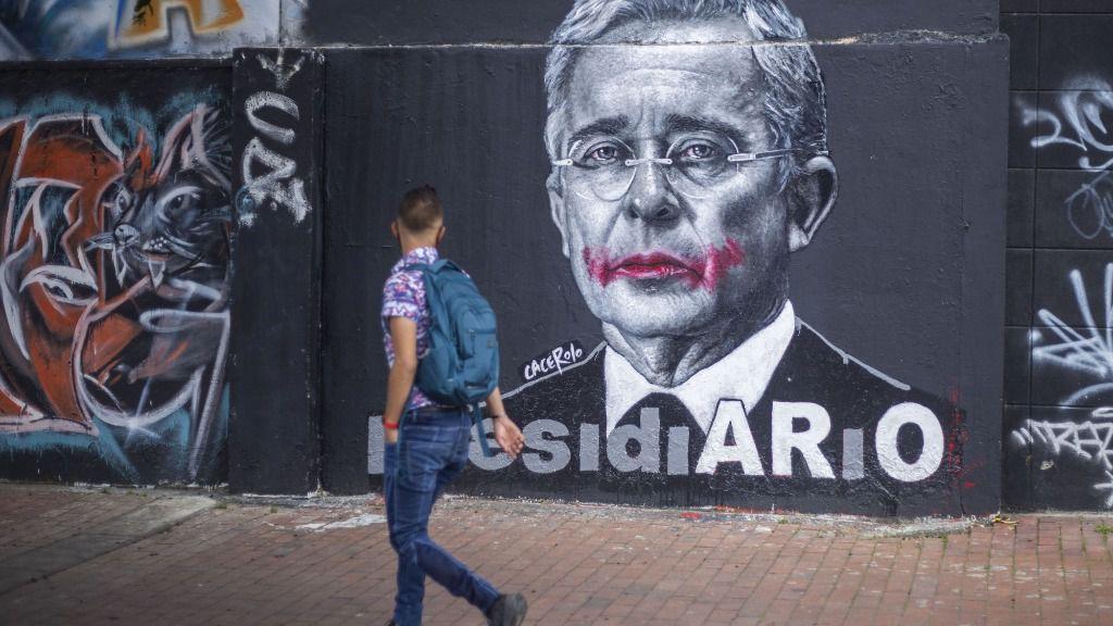 Mural del expresidente de Colombia Álvaro Uribe, visto en las calles de Bogotá
