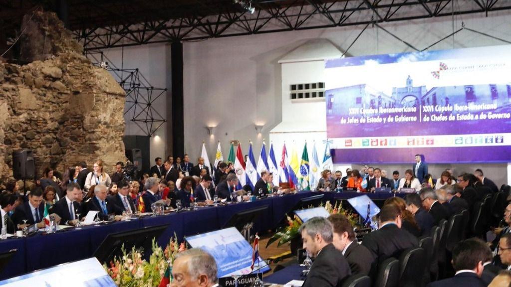 El Rey Felipe VI en el plenario de la XXVI Cumbre Iberoamericana de Jefes de Estado y de Gobierno