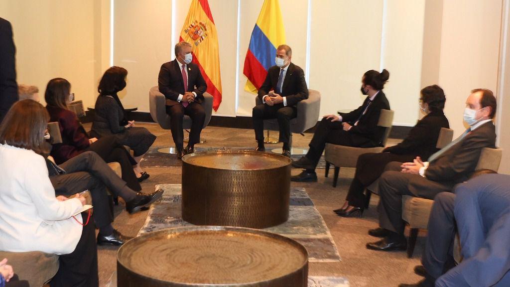 El Rey Felipe VI con el presidente de Colombia, Iván Duque