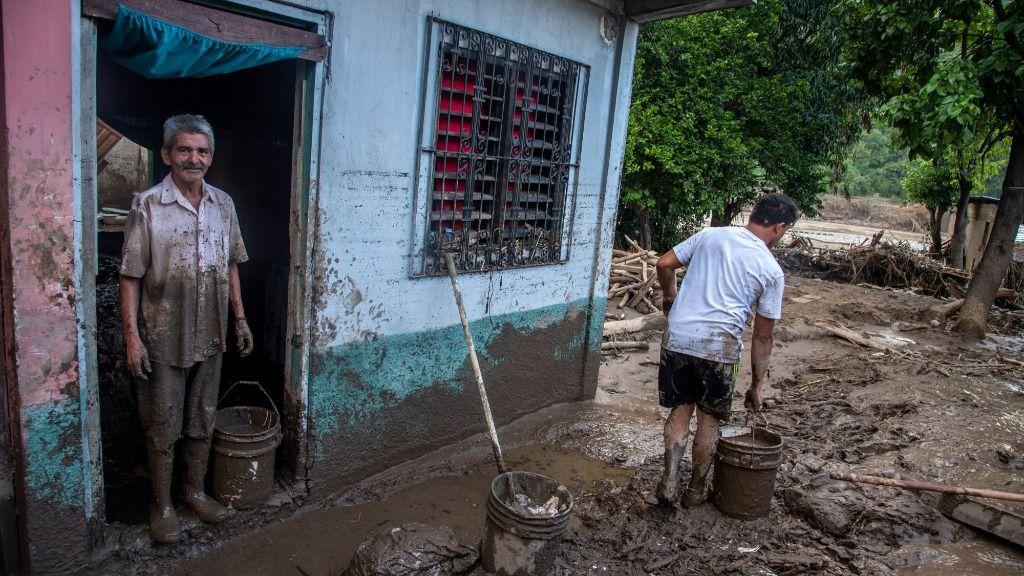 Cientos de miles de personas han sido desplazadas en Honduras por culpa de las violentas lluvias provocadas por el ciclón 'Eta'