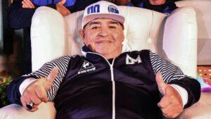 El entrenador de Gimnasia y Esgrima La Plata, Diego Armando Maradona