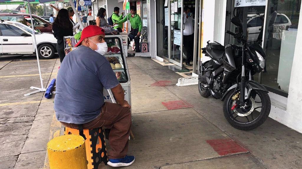 Un hombre con mascarilla en Ciudad de México