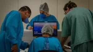 Personal médico y sanitario del hospital público de Parelheiros, en Sao Paulo