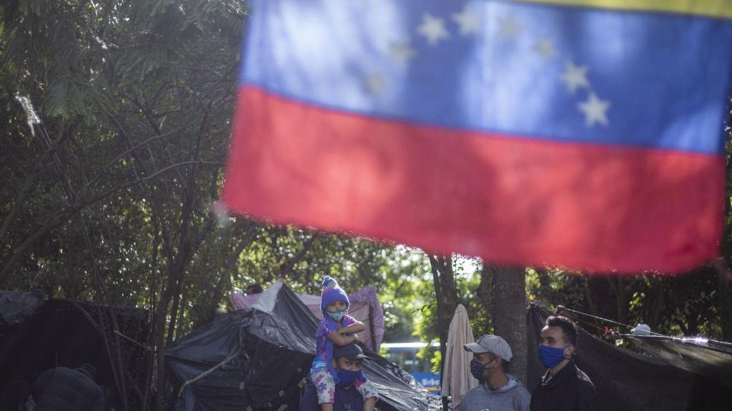 Migrantes venezolanos en Colombia esperan en Bogotá a ser trasladados a la frontera para volver a su país