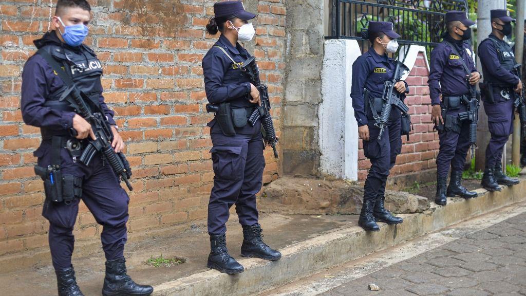 Agentes de la Policía Nacional de El Salvador