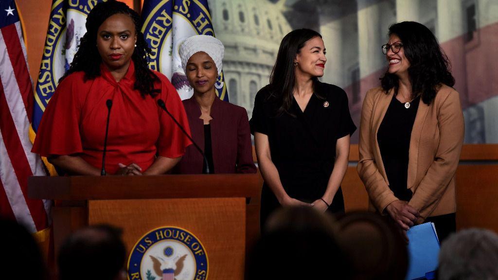 La representantes demócratas Ayanna Pressley, Ilhan Omar, Alexandria Ocasio-Corte, y Rashida Tlaib