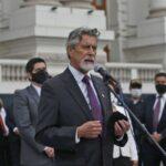 El presidente de Perú lamenta la desinformación de Vargas Llosa sobre el fraude electoral