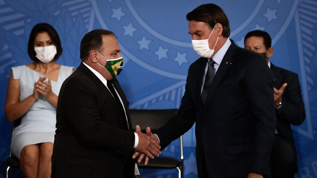 El presidente de Brasil, Jair Bolsonaro, durante la toma de posesión de su tercer ministro de Salud, el general Eduardo Pazuello