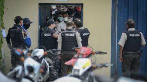 Agentes de Policía en la ciudad de Guayaquil en Ecuador