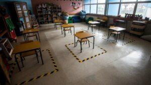 Un aula preparada para la vuelta a clase en Chile
