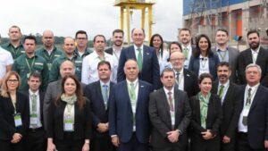 El presidente de Iberdrola, Ignacio Galán, con empleados de Neoenergia
