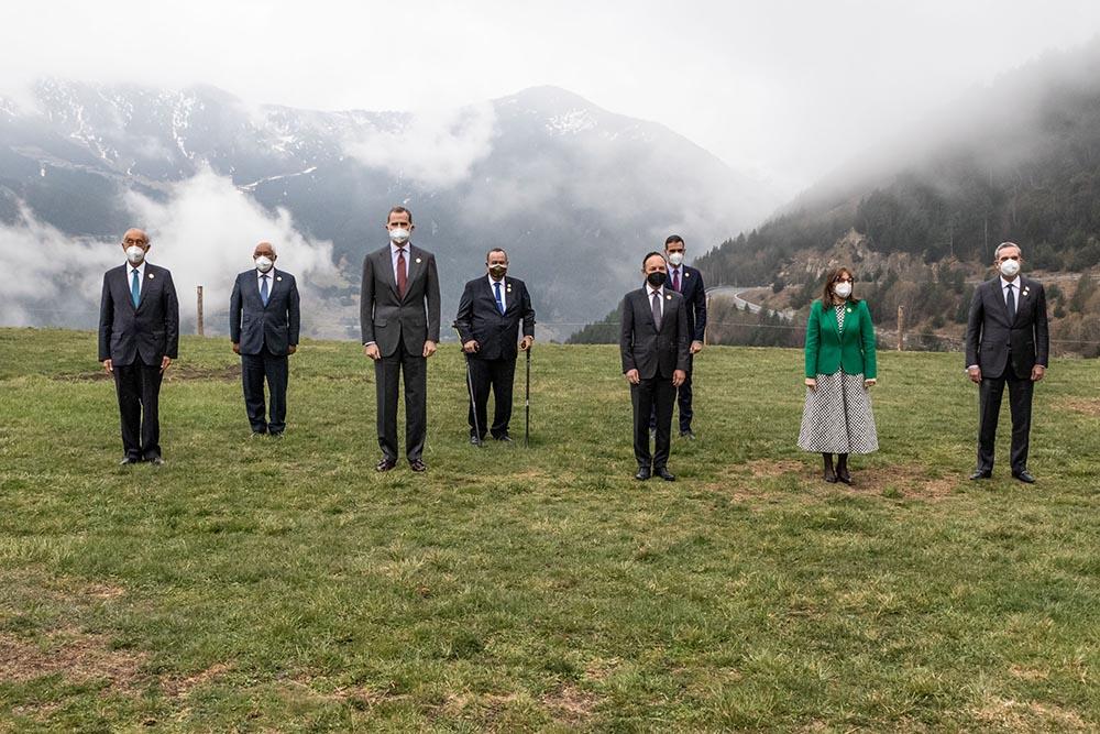Foto de familia de los líderes asistentes a la Cumbre Iberoamericana, entre ellos el presidente del Gobierno, Pedro Sánchez, y el Rey Felipe VI - JAVIER BORREGO - Europa Press