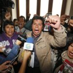 """Castillo asegura que si gana las elecciones será """"respetuoso con la Constitución hasta que el pueblo decida"""""""