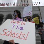 El secretario de Educación de EEUU insta a reabrir los colegios