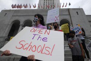 Protesta a favor de la reapertura de los colegios en Los Ángeles, California, Estados Unidos. - Ringo Chiu/ZUMA Wire/dpa