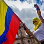"""Los manifestantes claman """"resistencia"""" en Colombia"""
