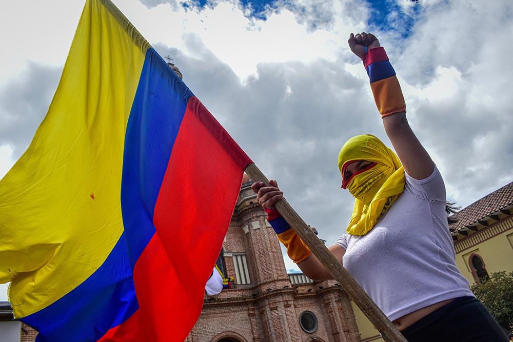Una manifestante con la bandera de colombia durante el paro nacional indefinido contra Iván Duque REMITIDA / HANDOUT por CAMILO ERASSO / ZUMA PRESS / CONTACTOPHOTO