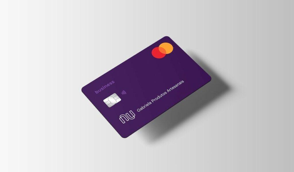 Una tarjeta de débito del banco brasileño Nubank
