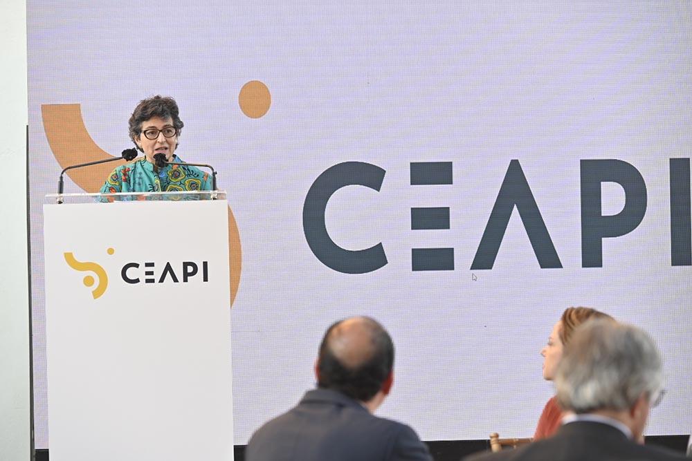 La ministra de Asuntos Exteriores ha presidido la Cena de la Asamblea Anual de Socios de CEAPI, celebrada este miércoles 30 de noviembre en el Real Casino de Madrid. - CEAPI